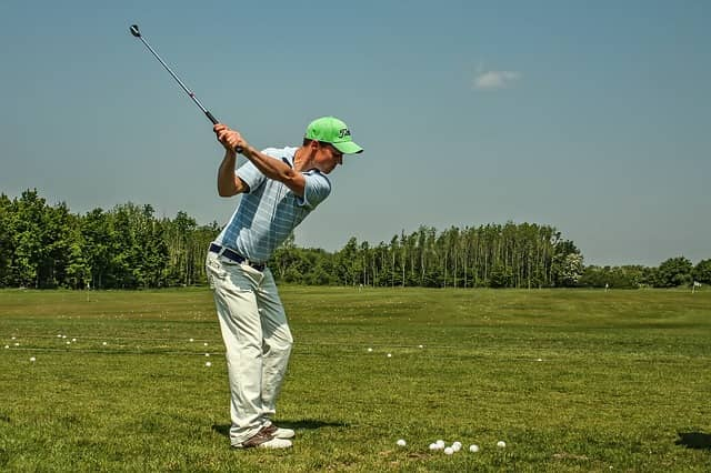 Picture of a golfer deliberately practicing