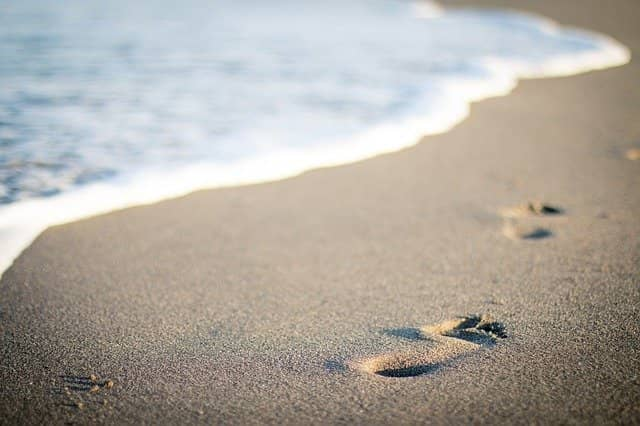 Photo of footsteps in the sand. Starting Good Morning Learning like sessions with the teams you coach is pretty easy, you just have follow a few simple steps.
